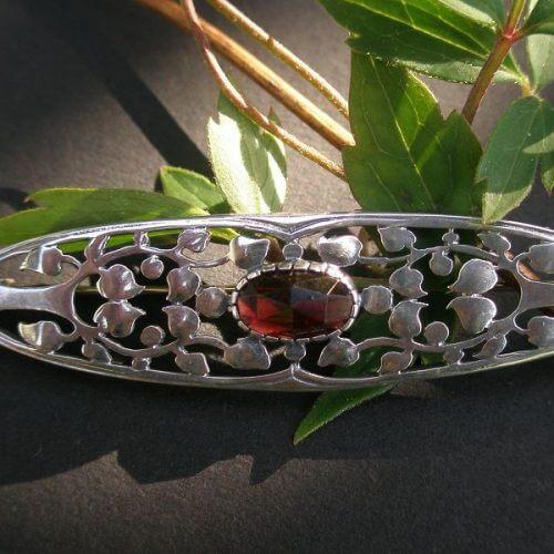 Brosche Lebensbaum Oval mit Granat Stein