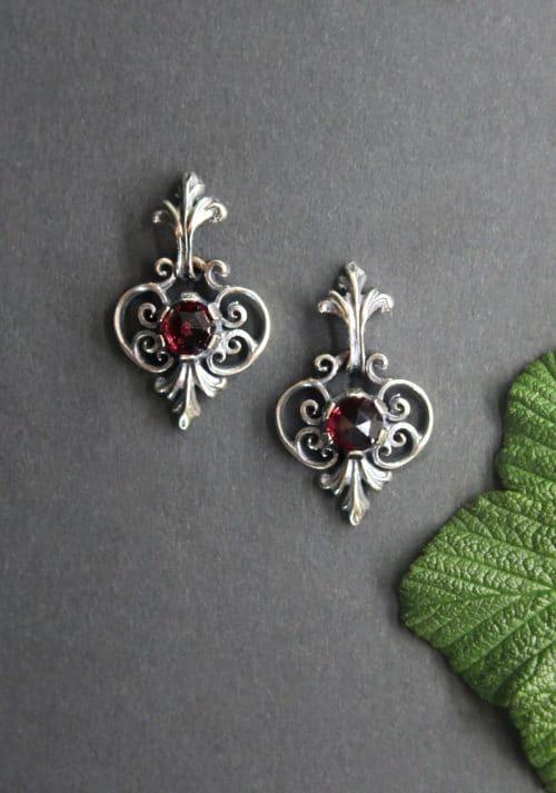 Originaler Trachtenschmuck aus der Steiermark/Ausseerland: Trachten Ohrringe Berta in Silber und Granat