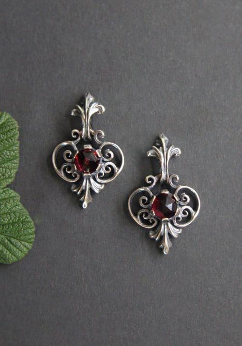 Klassischer Trachtenschmuck: Ohrringe in Silber mit Schnörkelmuster