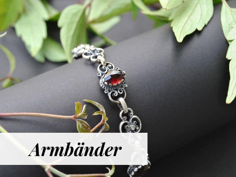 Armbänder mit Perlen