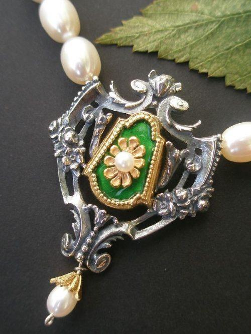 Perlenkette Gundula mit grünen Details