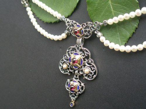 Trachtige Perlenkette Ida