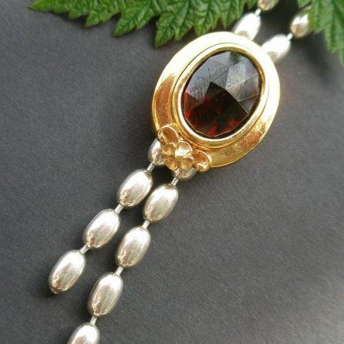 Olivenkette Christa mit goldener Fassung und Granat