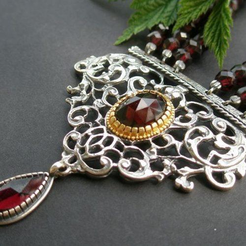 Trachtencollier Kunigunde Granat sowohl Gold als auch Silber Details