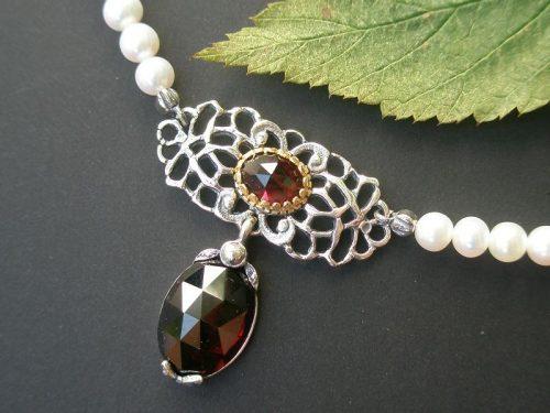 Perlenkette Brigitte mit Granat