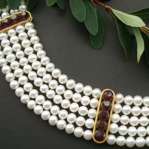 Perlenkette Isadora mit Gold Details und Granat