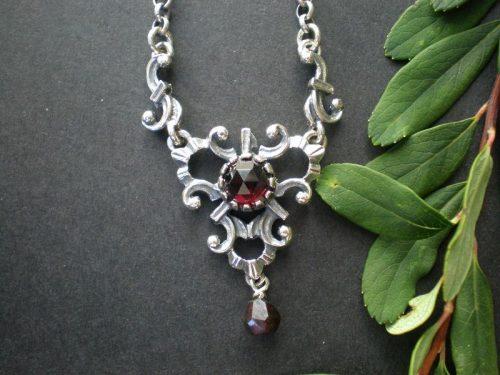 Trachtige Silberkette Daniela mit Granat