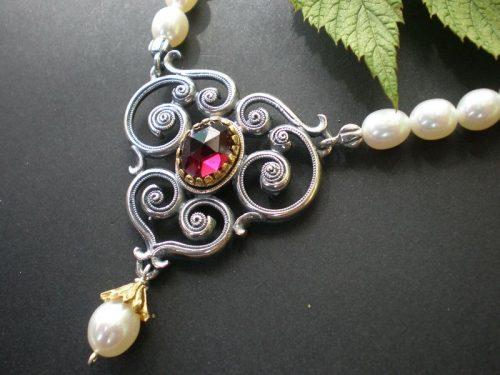 Perlenkette Larissa mit Granat und Perle