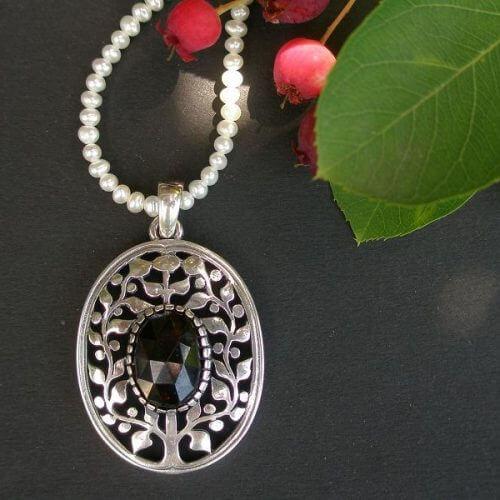 Anhänger Lebensbaum mit Granat Stein und Perlenkette