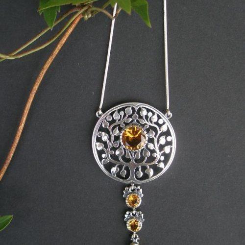 Silberne Trachtenhalskette mit Lebensbaum Motiv und vier Steinen Zitrin