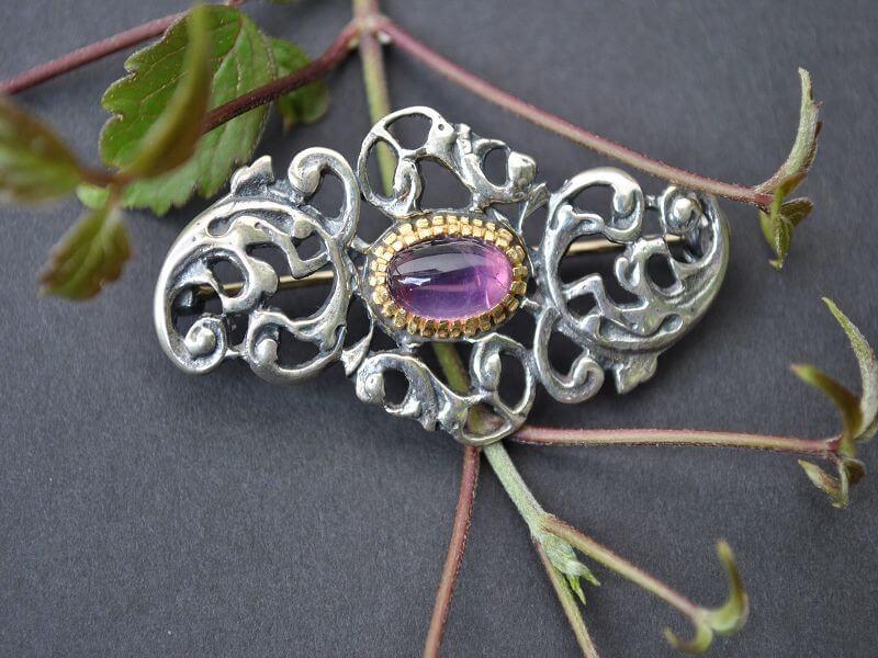trachtige brosche brigitte violett schmuck steiner online shop. Black Bedroom Furniture Sets. Home Design Ideas