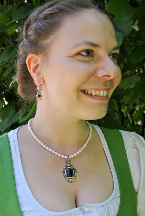 Perlenkette Lorbeer mit Granat