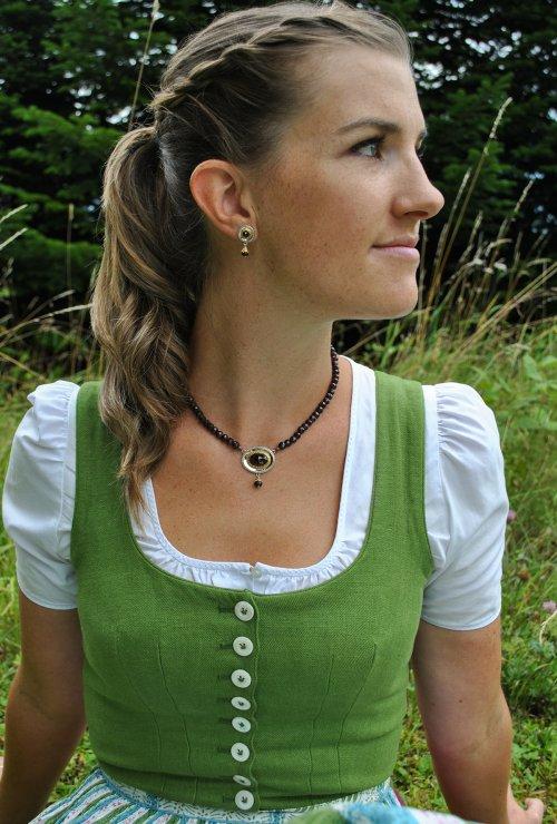 Trachtenschmuck für Damen: Ohrringe und Kette aus Granat