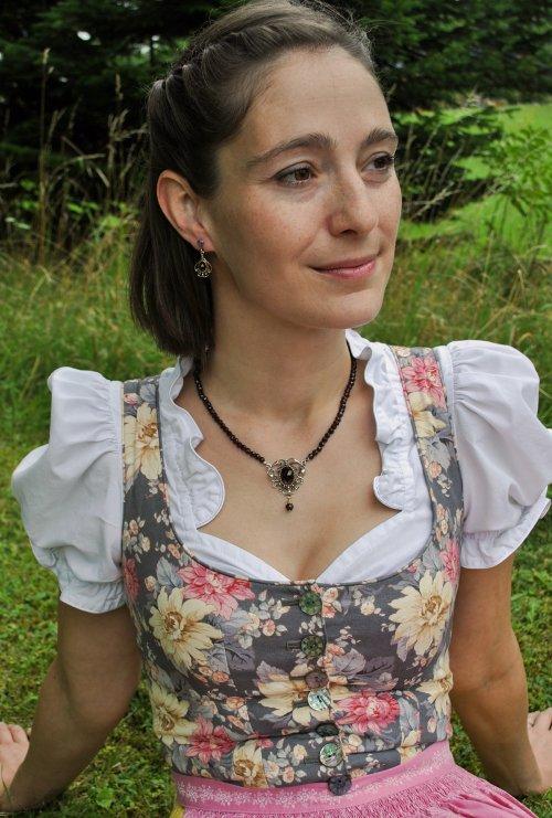 Dirndlschmuck, Granatschmuck Collier Stefanie