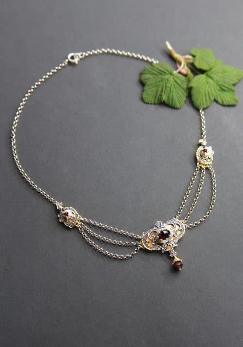 Trachtenkette für Damen: Collier in Silber und mit Granat
