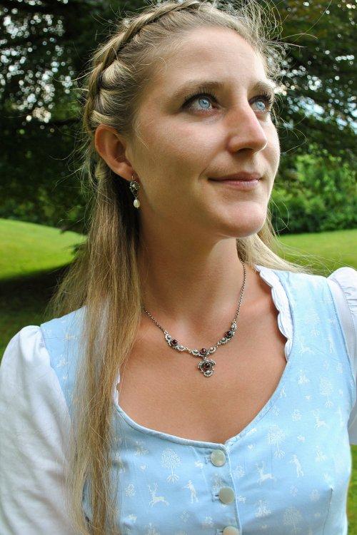 Trachtenschmuck Set Jutta aus Silber mit Granat und Perle