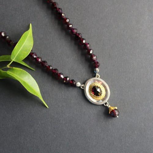 Trachtenschmuck Granatkette Christina, seitliche Ansicht