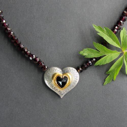 Trachtenschmuck Granatkette Karin mit Herz