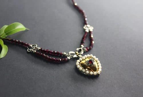 Granatschmuck Granatkette Regina mit vergoldetem Herz