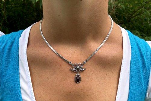 Trachtenkette Linda aus Silber mit Schleife und Granat