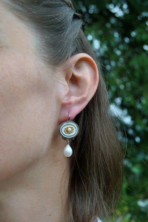 Ohrringe Silber mit Blumenmotiv und Perle