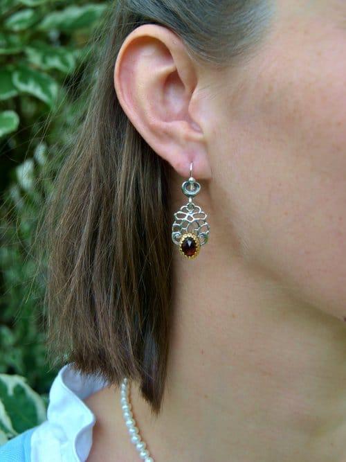 Ohrringe Silber Gitteroptik mit Granat