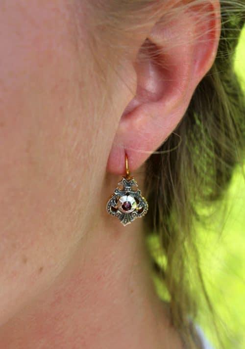 Trachtenschmuck Ohrringe in Silber, getragen
