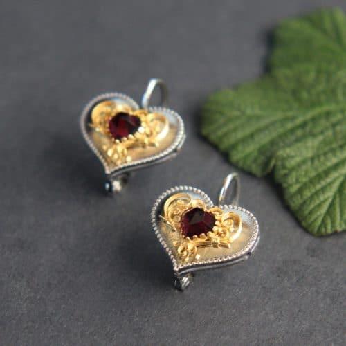 Trachtenschmuck in Herzform: Ohrringe Herz Filigran in Silber, seitliche Ansicht