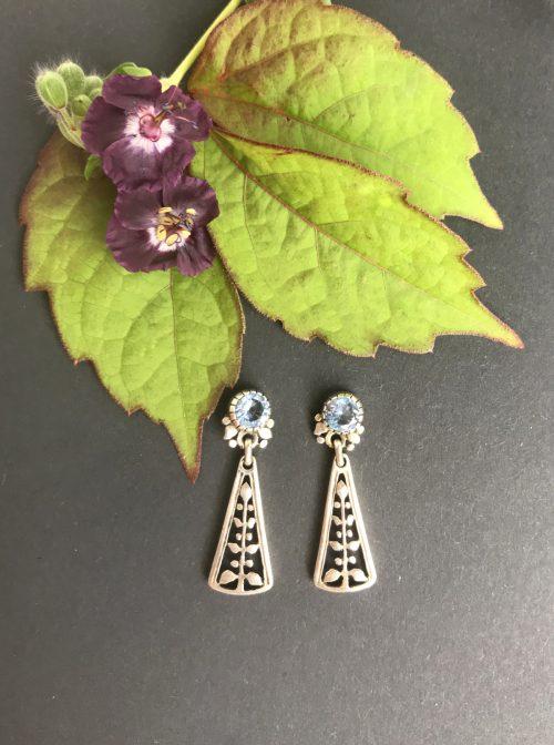 Trachtenohrringe aus Silber mit blauem Spinell Motiv Lebensbaum