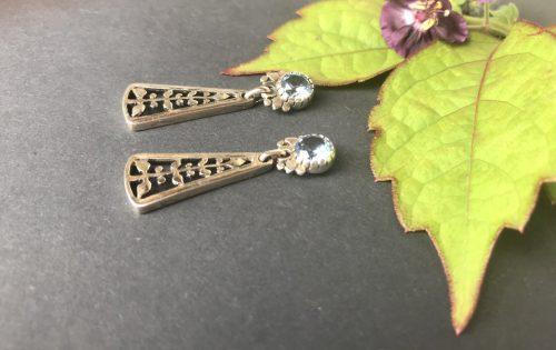 Ohrringe Silber mit blauem Spinell und Motiv Lebensbaum