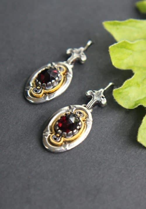 Elegante Trachtenschmuck Ohrringe in Silber und Silber-vergoldet mit Granat gefasst, Ohrhänger