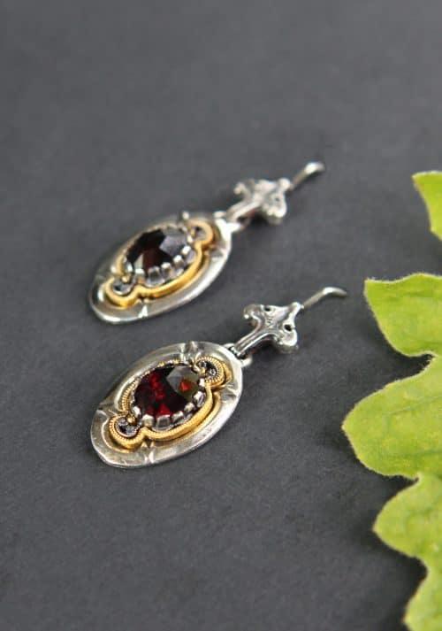 Trachtige Ohrringe in Silber und Granat