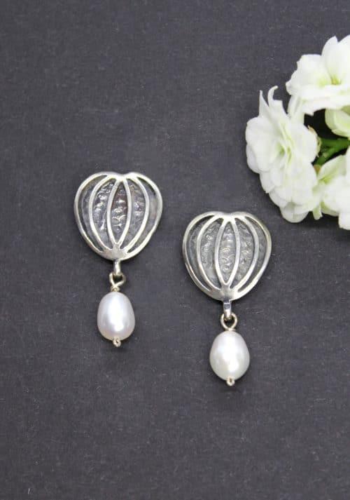 Dirndlschmuck Ohrringe in Silber und Perlentropfen