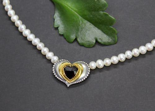 Trachtenschmuck mit Perlen: Perlenkette Sophie mit Granat
