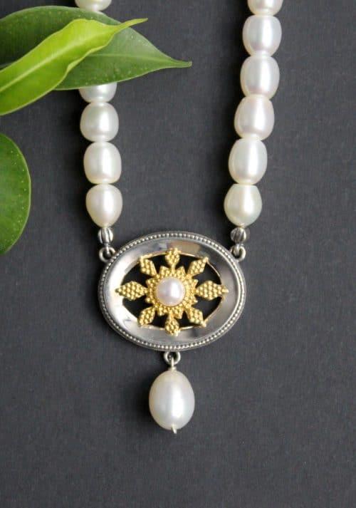Dirndlschmuck Perlenkette mit Süßwasserperlen und silbernen Mittelteil