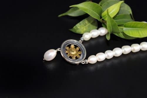 Trachtenschmuck Perlenkette hintere Ansicht