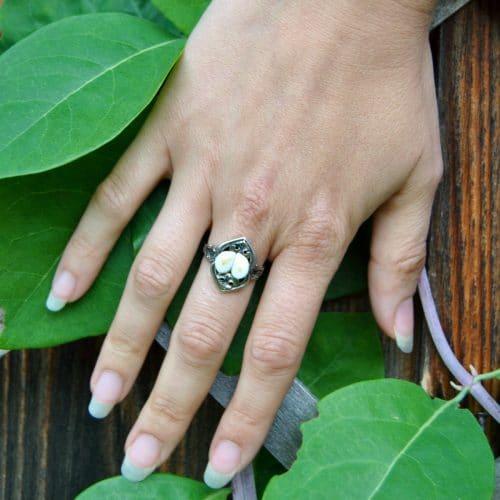 Grandelschmuck Ring Helene an Hand getragen