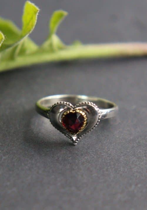 Trachtenschmuck Herz: Ring klein in Silber und Granat