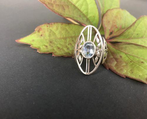 Trachtenring Silber mit blauem spinell