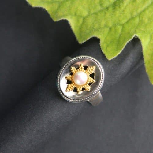 Dirndlschmuck mit Perlen: Ring Stern mit kleiner Perle in der Mitte