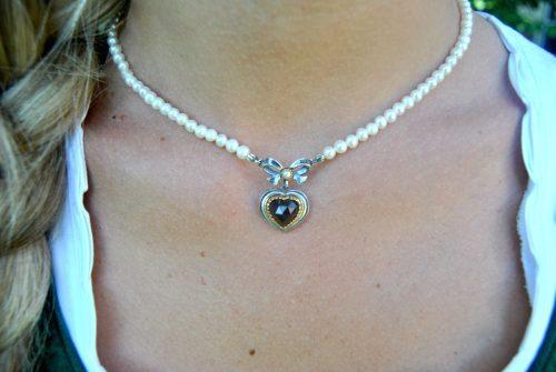 Trachtenkette mit Perlen und Herz Detail