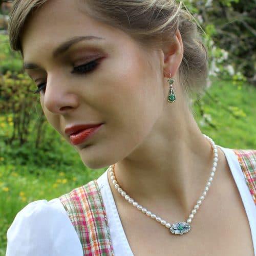 Trachtenschmuck Set für Damen: Perlencollier Paula mit Smaragd und Ohrringe mit Smaragd