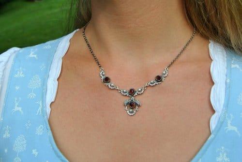 Silberkette mit Granat und Perlen