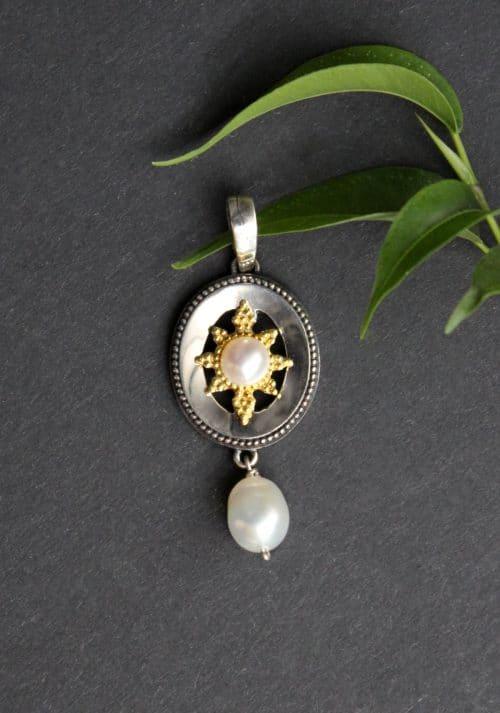 Kleiner Trachtenschmuck Anhänger in Silber mit Perle