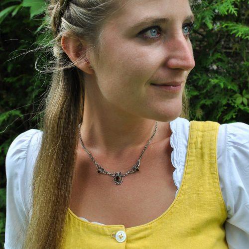Dirndlschmuck Stefanie aus Silber mit Granat