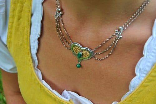 Trachtenkette aus Silber in Herzform und vergoldeten Details