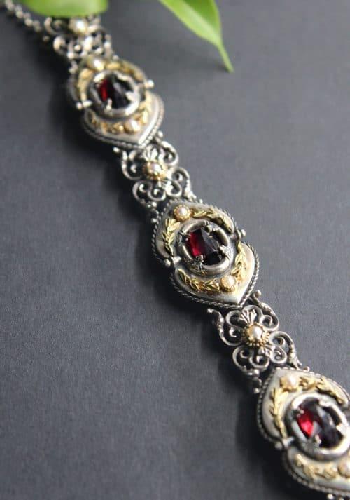 Trachtenschmuck Armband Lorbeer mit Granat