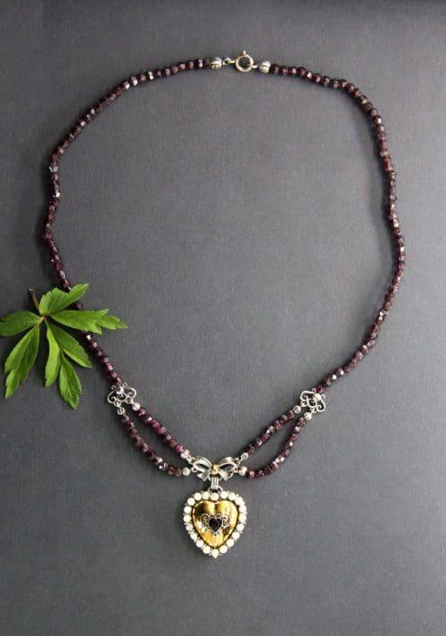 Trachtenschmuck Granatkette Regina mit Herz