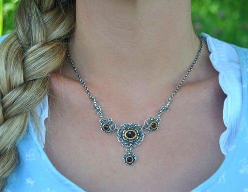 Trachtenschmuck Damen Halskette Anna aus Silber mit vier unterschiedlich großen Schmucksteinen aus Granat