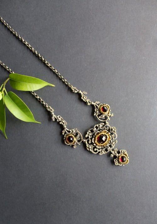 Trachtenschmuck Halskette Anna in Silber und mit Granat gefasst